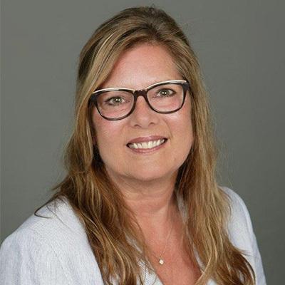 Kim Mulholland headshot